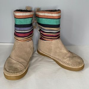 Toms Nepal tan suede faux fur lined striped canvas upper moccasin style boots 6